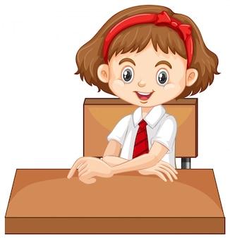 Uma garota feliz, sentado na mesa