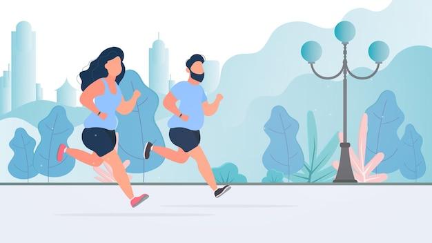 Uma garota gorda e um cara estão correndo pelo parque. executando uma mulher gorda e um homem na rua.