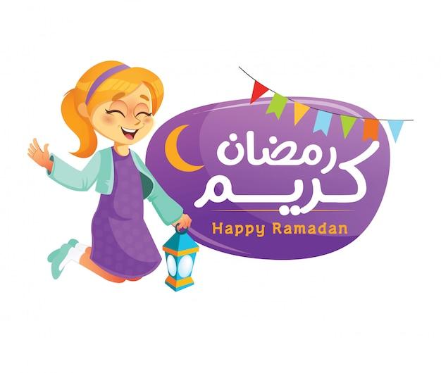 Uma garota muçulmana feliz segurando a lanterna do ramadã