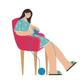 Uma garota tricota roupas em uma cadeira. atividade criativa.