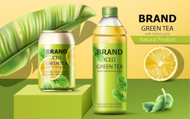 Uma lata realista em um pódio e uma garrafa de chá verde gelado natural