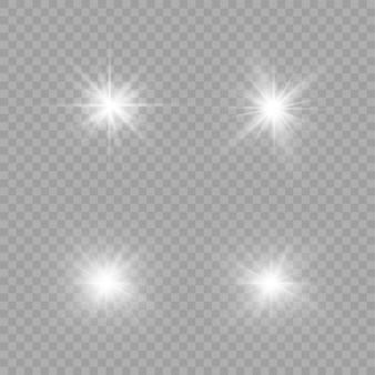 Uma luz branca brilhante explode em um fundo transparente. partículas de poeira mágica cintilantes. estrela brilhante. sol brilhante transparente, flash brilhante. brilhos. para centralizar um flash brilhante.