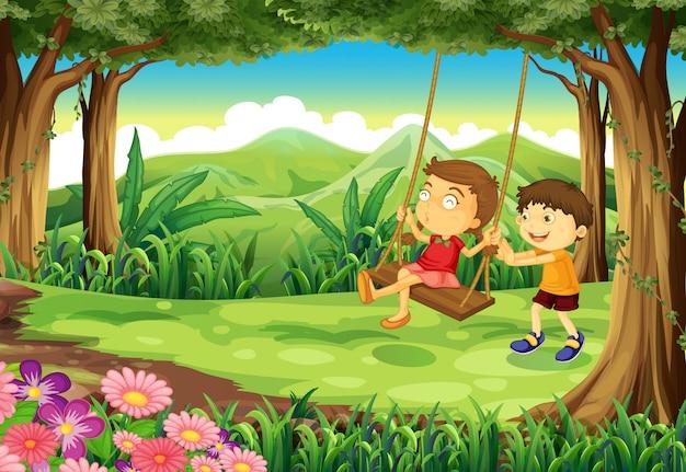 Uma menina e um menino brincando na selva