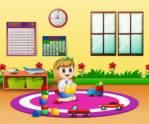 Uma menina lendo um livro na sala de aula do jardim de infância