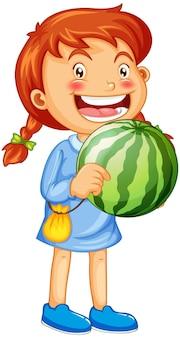 Uma menina segurando um personagem de desenho animado de fruta melancia isolado no branco