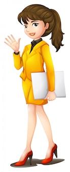 Uma mulher confiante, vestindo um uniforme amarelo
