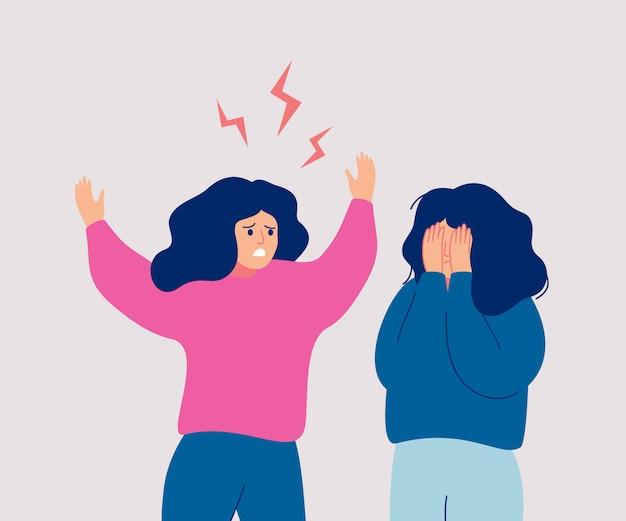 Uma mulher furiosa grita com uma mulher que chora, que cobre o rosto com as mãos.