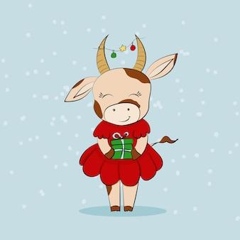 Uma vaca fofa em um vestido vermelho com um presente com uma guirlanda de ano novo nos chifres