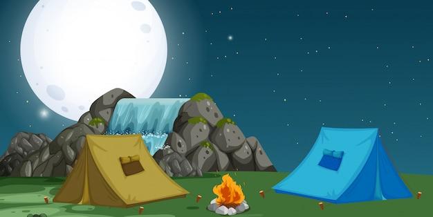 Uma visão do acampamento à noite