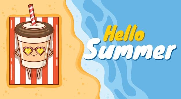 Uma xícara de café fofa tomando banho de sol na praia com uma faixa de saudação de verão