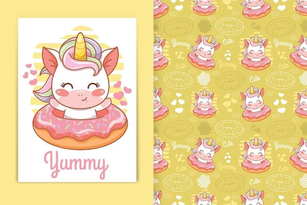 Unicórnio bebê fofo com ilustração dos desenhos animados de donuts e conjunto padrão sem emenda