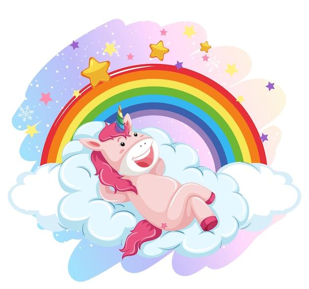 Unicórnio fofo deitado em uma nuvem no céu pastel com arco-íris