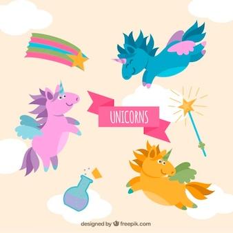 Unicórnios coloridos agradáveis com elementos