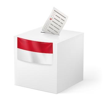 Urna eleitoral com papel de voz. mônaco