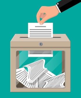 Urna eleitoral. recipiente com janela de vidro e fechadura cheia de papéis de documentos. caso de votação para eleição
