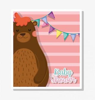 Urso com banner de festa para comemorar o chá de bebê