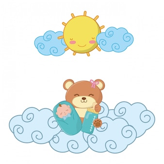 Urso de brinquedo com bebê e mamadeira