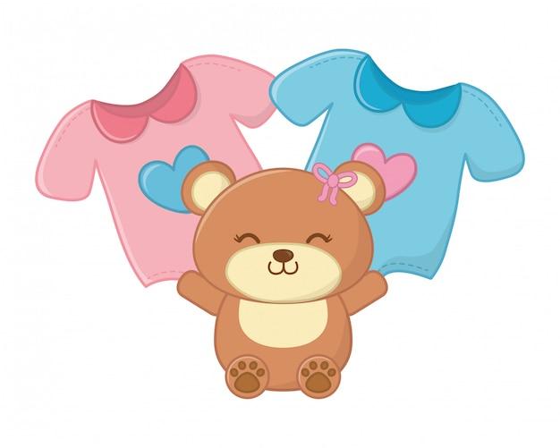 Urso de brinquedo e roupas de bebê