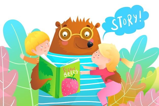 Urso de desenho animado lendo uma história do livro e segurando duas criancinhas sorridentes, um menino e uma menina. crianças pedindo a um animal professor para ler uma história. colorido em estilo aquarela.