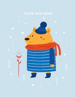 Urso de pelúcia bebê fofo andando na floresta de inverno