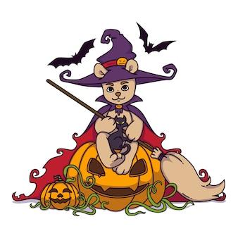 Urso de pelúcia em um chapéu de bruxa e manto com uma vassoura nas mãos senta-se em uma abóbora de halloween com gato preto e morcegos.