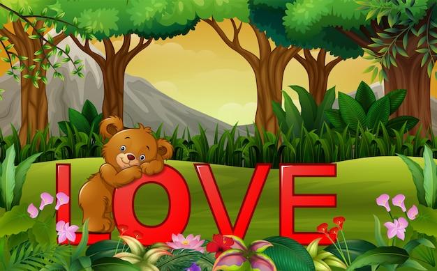 Urso engraçado bonito na palavra vermelha amor na natureza