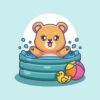 Urso fofo brincando em uma piscina inflável