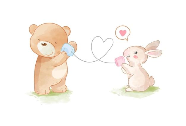 Urso fofo e coelho brincando na ilustração de telefone da copa