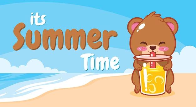 Urso fofo segurando suco de laranja com uma bandeira de saudação de verão