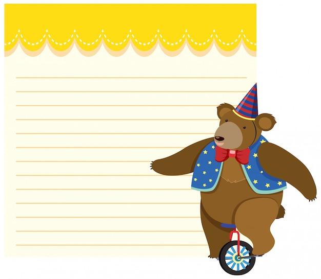 Urso, montando a nota em branco do monociclo
