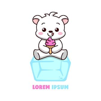 Urso polar fofo sentado em um cubo de gelo e tomando sorvete