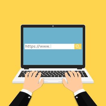 Usando laptop para pesquisar no navegador da web