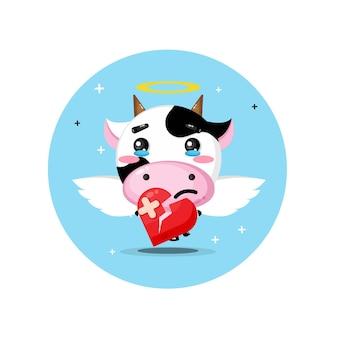 Vaca anjo fofinho triste segurando amor