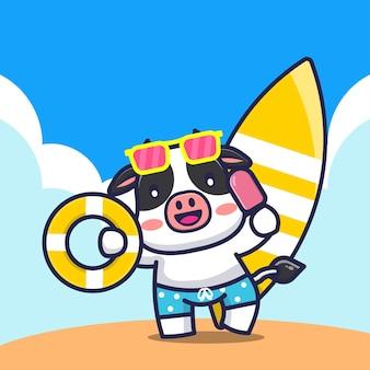 Vaca fofa segurando argola de banho de sorvete e ilustração de desenho de prancha de surf