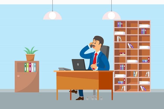 Vaias trabalhando no escritório falando no celular