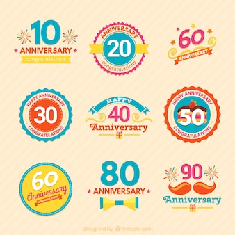 Variedade colorida de emblemas aniversário