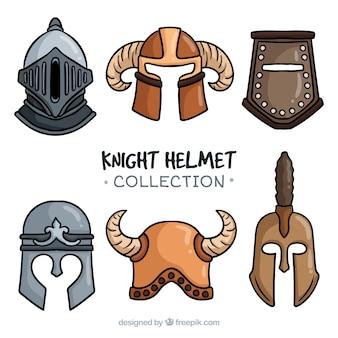 Variedade de capacetes de cavaleiro antigo