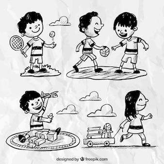 Variedade de crianças desenhados à mão tendo um grande momento