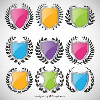 Variedade de escudos coloridos