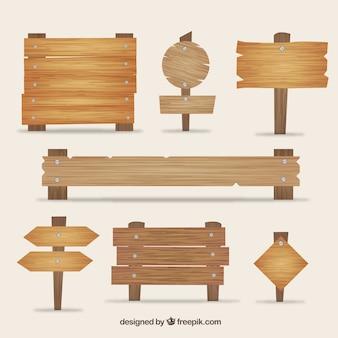 Variedade de placas de sinalização de madeira