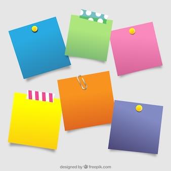 Variedade de post-it com cores diferentes