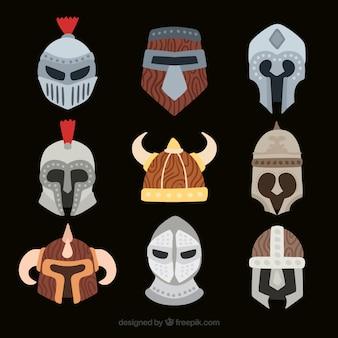 Vários capacetes de armadura desenhada mão