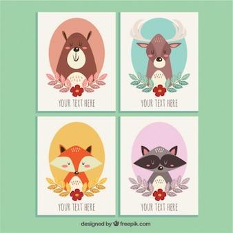 Vários cartões bonitos com animais tirados mão bonitas