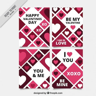 Vários cartões do valentim com losango e corações