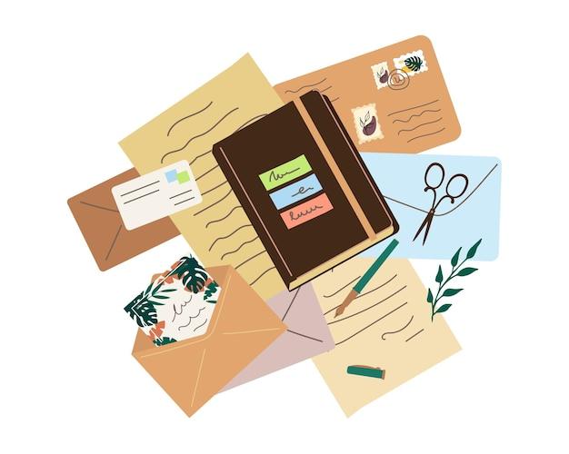 Vários envelopes, cartas, um caderno e artigos de papelaria