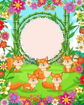 Vector a ilustração de raposas bonitos com sinal em branco de bambu no jardim