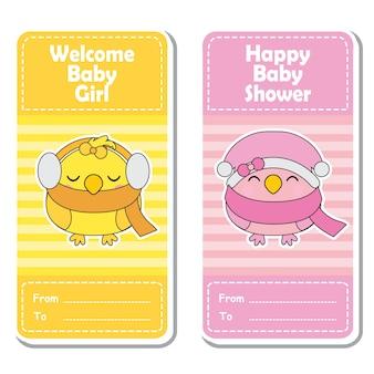 Vector a ilustração dos desenhos animados com pássaros cor-de-rosa e amarelos bonitos em fundo listrado adequado para design de etiqueta de festa do bebê, conjunto de banner e cartão de convite