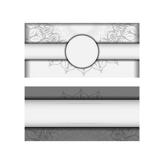Vector design postcard cores brancas com ornamento de mandala. design de cartão de convite com espaço para o seu texto e padrões vintage.
