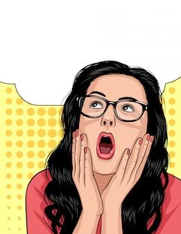 Vector o rosto de mulher em emoções de choque. linda garota abre a boca e mantém as mãos acima do rosto.