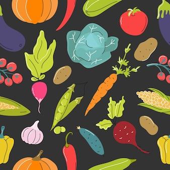 Vegetais crus, couve, cenoura, tomate, beterraba em fundo cinza escuro.